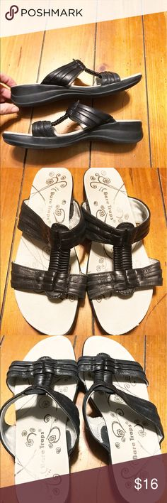 Bear Traps sandals size 6.5 sandals Bear Traps sandals size 6.5. Black sandals with a small heal Bear Traps Shoes