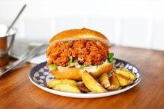 "Sandwich vegan ""pulled jackfruit"" à la sauce barbecue - Mango and Salt Jackfruit Chicken, Sandwich Vegan, Pain Garni, Chicken Sandwich, Pulled Pork, Salmon Burgers, Sandwiches, Vegan Recipes, Mango"