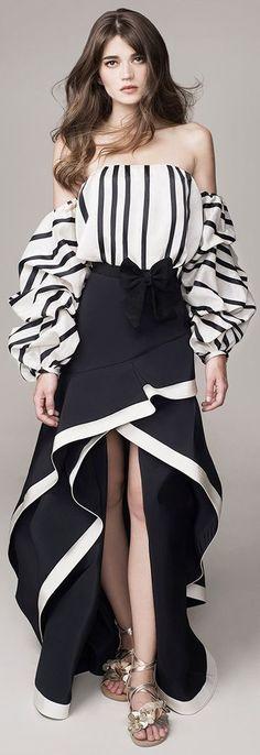 Get inspired and discover Johanna Ortiz trunkshow! Shop the latest Johanna Ortiz collection at Moda Operandi. White Fashion, Look Fashion, Runway Fashion, Womens Fashion, Fashion Design, Fashion Trends, Haute Couture Style, Vetement Fashion, Mode Inspiration