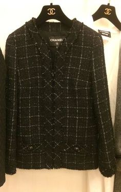 3b9ea65961b12 CHANEL ジャケット 黒ツイード 光沢メタル繊維入り エレガント ジャケット ...