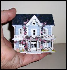 Another cute mini dollhouse for a dollhouse