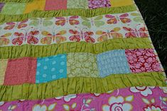 I love the gathered strips in this quilt.