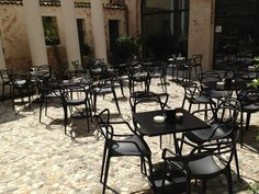 Living outdoor with Kartell Masters chairs by Philippe Starck + Eugeni Quitllet at Cà dei Ricchi, Treviso