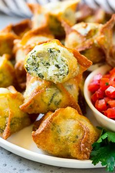 Are you looking for some easy bite sized appetizers for an upcoming event? Here are easy bite sized appetizers that are great starter for any event. Wonton Appetizers, Bite Size Appetizers, Party Appetizers, Appetizer Ideas, Wonton Recipes, Delicious Appetizers, Italian Appetizers, Party Snacks, Appetizer Recipes