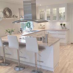 White and modern kitchen interior Open Plan Kitchen Living Room, Kitchen Dining Living, Kitchen Room Design, Modern Kitchen Design, Kitchen Layout, Home Decor Kitchen, Interior Design Kitchen, Home Kitchens, Dining Room