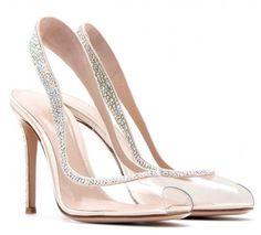 La Reina de España los puso de moda. Con estos zapatos de novia con detalles de cristal parecerás una princesa