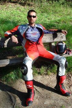 """""""Hey boy, git yer butt off MY bench! Bike Suit, Motorcycle Suit, Motorcycle Leather, Motard Sexy, Motorbike Leathers, Lycra Men, Biker Boys, Biker Gear, Gay"""