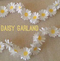 Zoe Pye | Dot of Glue: Daisy Garland
