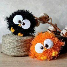 Birds for grace vbs Pom Pom Crafts, Yarn Crafts, Felt Crafts, Easter Crafts, Sewing Crafts, Manualidades Halloween, Halloween Crafts, Christmas Crafts, Yarn Animals
