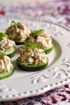 Chicken Salad Cucumber Rounds | thetwobiteclub.com