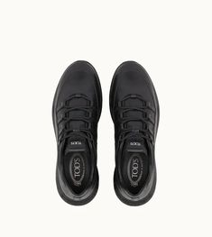 Dettaglio frontale in Leather Sneakers, All Black Sneakers, Boutique, Stuff To Buy, Men, Shopping, Shoes, Fashion, Moda