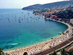 Playa de la costa azul sur de Francia, ciudad de Niza