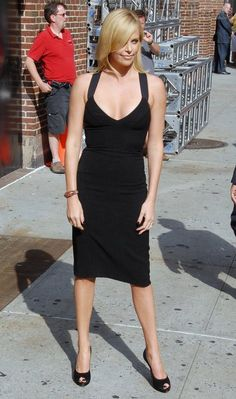 Charlize-Theron-at-the-David-Letterman-Show-in-Black-strappy-dress-06.jpg 440×745 pixels