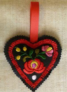 hugarian ebrodariey | Hungarian embroidery: hand embroidered Matyo folk art black felt heart ...