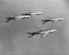 Supermarine Scimitars practice-flying inverted in formation! Or is the pic shown inverted with Scimitars just flying in formation? Either way, these pilots are far from being rookies!!