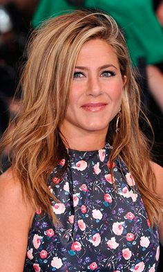 Pretty Bridal Hairstyles for Every Bride Jennifer Anniston's Beachy Wavy Hairstyle