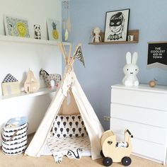 Awesome 100+ Nursery Trends for 2017 https://mybabydoo.com/2017/03/28/100-nursery-trends-2017/ Keeping organized is essential for each new parent. There are tons of methods to fit a baby into a little space. What a good idea to keep organized. I...