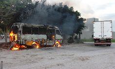 HORA DA VERDADE: URGENTE: Ônibus amarelinho de Riachão pega fogo de...