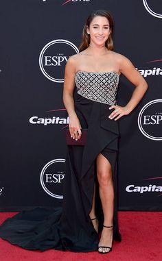 Aly Raisman - Fashion hits and misses from the 2017 ESPY Awards Aly Raisman Swimsuit, Gymnastics Girls, Acrobatic Gymnastics, Olympic Gymnastics, Gymnastics Stuff, Gymnastics Pictures, Olympic Games, Jessica Alba Dress, Espy Awards