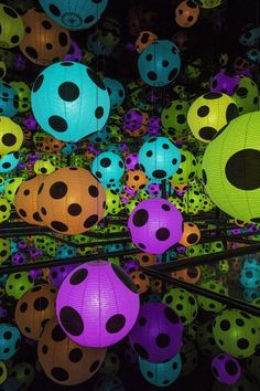 Yayoi Kusama, Infinity Mirrored Room - Hymn of Life, 2015  https://www.leddancefloor.info