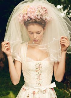 Beautiful wedding veil, beautiful bridal flower crown headpiece, beautiful…