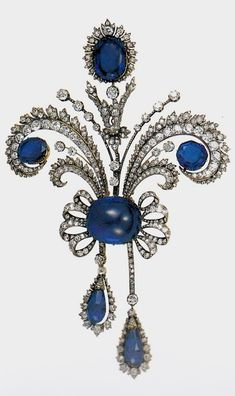 An antique diamond and sapphire aigrette brooch, Chaumet, circa 1894. From a parure made for the Polish Count Lanckoronski, also comprising a tiara, a devant de corsage and a necklace. The parure mounted in gold and silver, is extremely flexible because of the superb workmanship. Source: The Jewels of the Romanovs, by Stefano Papi. #Chaumet #antique #brooch