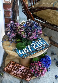 mini spool coffee table with pink and blue vintage license plates via http://www.funkyjunkinteriors.net