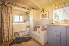 The Poachers Hut by The English Shepherds Hut Company. A fully inclusive Shepherd Hut with an en-suite bathroom and kitchen.