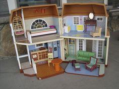 DISNEY HANNAH MONTANA MALIBU BEACH FOLDING DOLLHOUSE/BARBIE HOUSE W/ FURNITURE #Disney