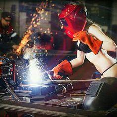 Gmaw Welding, Welding Women, Steampunk Mechanic, Woman Mechanic, Pin Up Girl Tattoo, Welder Shirts, Pinup Photoshoot, Schulter Tattoo, Metal Welding