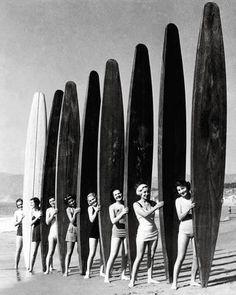 Surf girls Vintage Art Print Poster For Glass Frame Black White Surfing Boards Surf Vintage, Vintage Black, Vintage Beach Photos, Vintage Prints, Vintage Art, Black And White Photo Wall, Black N White, Black White Photos, Vintage Photography