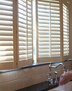 Shutter Fensterläden bei Knutzen: Verstellbare Lamellen ✱ Verschiedene Montagemöglichkeiten ✱ Lieferung & Montage ✱