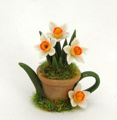 1/12TH scale   Potted daffodils teapot  by Lory by 64tnt on Etsy