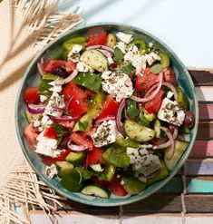 Horiatiki-salaatti | Kasvis, Arjen nopeat, Salaatit | Soppa365 Caprese Salad, Pasta Salad, Cobb Salad, Food Inspiration, Feta, Cooking Recipes, Yummy Food, Ethnic Recipes, Drink
