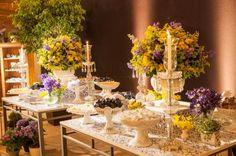 mesa doces decorada casamento azul e amarelo