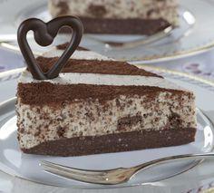 Cheesecake with chocolate and mint/Minttusuklaa-juustokakku Mint Chocolate Cheesecake, Tasty Chocolate Cake, Cheesecake Recipes, Dessert Recipes, Finnish Recipes, Vegan Desserts, No Bake Cake, Cake Decorating, Bakery