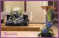 dekoracja ślubna kościoła niebieskie hortensje, dekoracja ołtarza