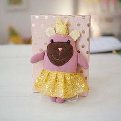 diebuntique-tier-kiste-prinzessin-bär-alva Tier, Baby, Teddy Bear, Fun, Animals, Crate, Princess, Puppets, Fin Fun