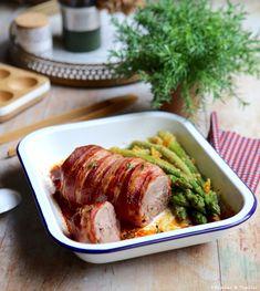 Réalisez cette recette de mignon de veau au four, enveloppé de lard, parfumé au thym et servi avec des asperges vertes panées au Parmesan et piment d'Espelette. Le Diner, Sausage, Food And Drink, Turkey, Dinner, Cooking, Parmesan, Foods, Drinks