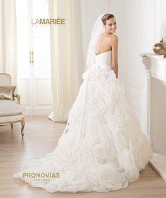 Pronovias presents the Licia bridal dress. Different Wedding Dresses, Wedding Dresses 2014, Wedding Dress Styles, Bridal Dresses, Wedding Gowns, Beautiful Dresses For Women, Elegant Dresses, Beautiful Bride, Beautiful Days