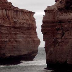 The rugged coast along australias great ocean road such beauty!! :) #australia #australiancoast #australiannature #australiagram ##australiagram_vic #greatoceanroad #rockformation #rock #cliff #coast #victoria #australiaphotography #naturephotography #naturelovers #nature by green_envy_designs