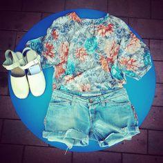NUOVI ARRIVI DA WOODSTOCK!!  Maglia floreale 28 euro, shorts jeans 20 euro, zoccoli in legno e vera pelle 38 euro! Seguiteci anche su Facebook https://www.facebook.com/woodstockzambon spedizioni in tutta italia!!