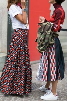 It's all about a bold print at Milan Fashion Week - Street Style. Modest Fashion, Love Fashion, Fashion Outfits, Womens Fashion, Fashion Prints, Fashion Photo, Fashion Clothes, Mode Style, Style Me