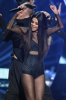 Selena Gomez Performs 'Same Old Love' at AMAs 2015 - Watch Now!: Photo Selena Gomez wears a sheer outfit to perform her hit song Selena Gomez Fashion, Selena Gomez Outfits, Fotos Selena Gomez, Selena Gomez Daily, Selena Gomez Style, Selena Gomez Concert, Selena Selena, Demi Lovato, Stage Outfit