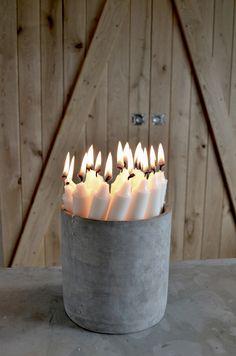 Kaarsen in mooie emmer