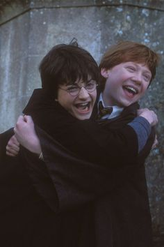 Daniel Radcliffe (Harry Potter) and Rupert Grint (Ron Weasley) Harry Potter Tumblr, Harry James Potter, Images Harry Potter, Ron And Harry, Mundo Harry Potter, Harry Potter Cast, Harry Potter Fandom, Harry Potter Characters, Harry Potter World
