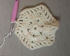 Frauen – Hexagonal Autumn Cardigan Recipe – Strickmodelle – My Strictmuster Crochet Bodycon Dresses, Black Crochet Dress, Crochet Coat, Crochet Jacket, Crochet Cardigan, Love Crochet, Learn To Crochet, Diy Crochet, Crochet Classes