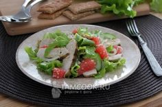 Фото салата с куриной грудкой, огурцом и грейпфрутом