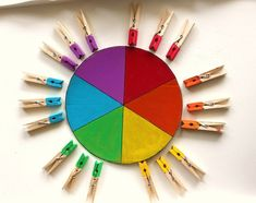 Nice use of pins for a Montessori color matching activity ► Age: 3 1/2 - 4 years #Montessori     #MontessoriActivity   #ColorMatchingActivity   #MatchingActivity