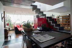 Strepitoso attico, in posizione ipercentrale, aperto su quattro lati, distribuito su due livelli, che domina la città, con ascensore esclusivo direttamente in casa. Leggi tutto: http://www.rizzetti.it/scheda.asp~id~1081
